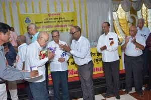Shri.S.B.Gokhale, President is being felicitated at the hands of Shri.U.S.Kolhe, RBO-I of Aurangabad Z.O.