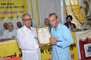 Shri.S.W.Agarkar, receipient of 'Late Shri.V.V.Gandhe & Late Smt.Umabai Gandhe' Award
