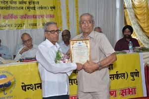 Shri.Somnath Dixit, receipient of 'Late Shri.V.V.Gandhe & Late Smt.Umabai Gandhe' Award