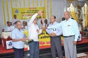'Late Shri.L.N.Pabalkar Memorial Gold Medal' being handed over to Shri.Dais, Secretary of Panaji ZSC on behalf of Late Shri.P.M.Narkar