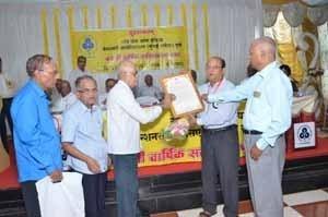 'Late Shri.L.N.Pabalkar Memorial' - 'Scroll of Honour' being handed over to Shri.Dais, Secretary of Panaji ZSC on behalf of Late Shri.P.M.Narkar