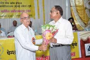 Shri.S.B.Gokhale, Circle President, felicitating Shri.Bhimsing Thakur from Nashik